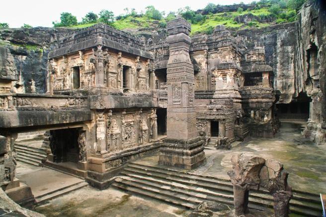 Templo de Kailasa, erigido por el rey Krishna I en el año 760, India